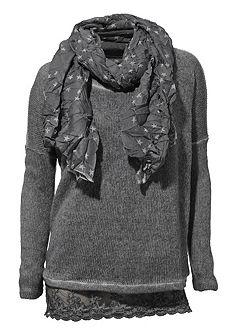 Tričko, pulovr a šála