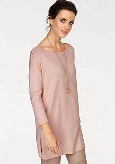 Laura Scott hosszú szabású pulóver oldalán sliccel