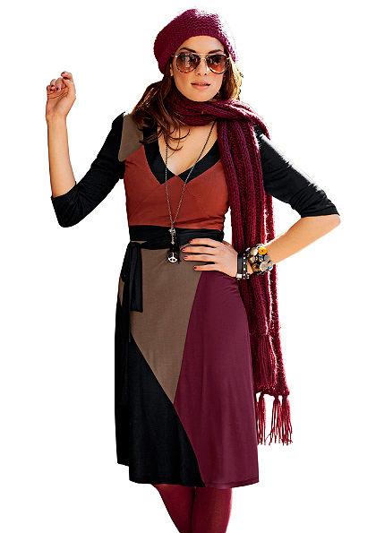 Dzsörzé ruha, Aniston