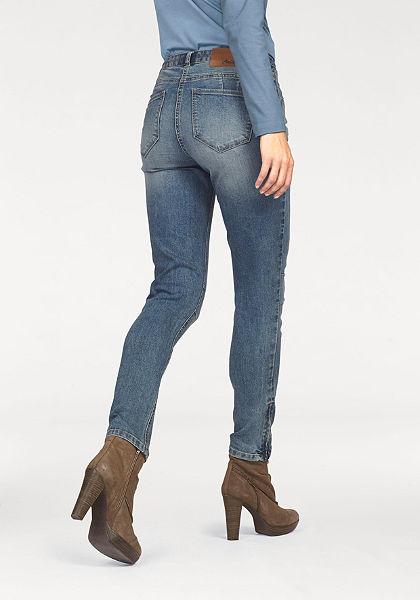Aniston těsné džíny