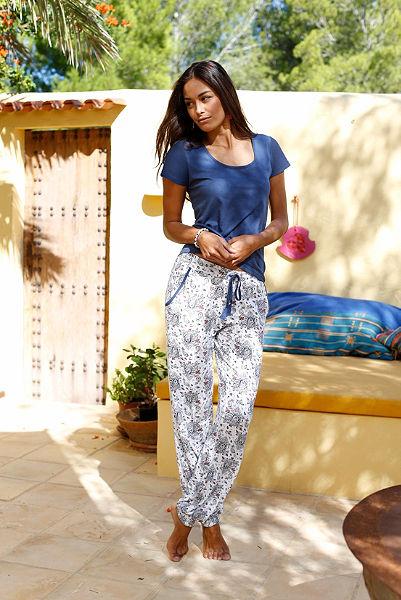 Csodálatos pizsama, LASCANA, teljesen mintás nadrág zsebekkel, egyszinű póló