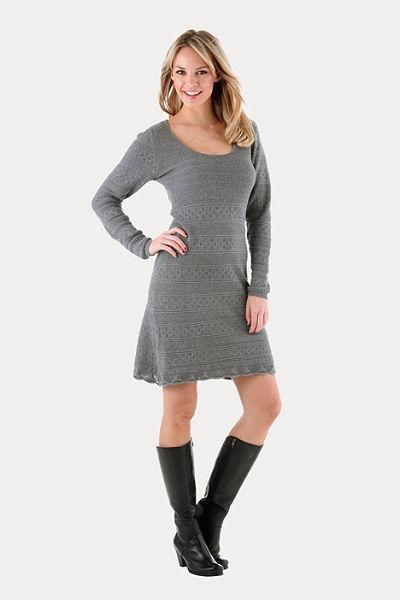 Pletené šaty, Aniston