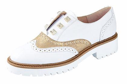 Heine belebújós cipő csipke mintával és szegecsekkel
