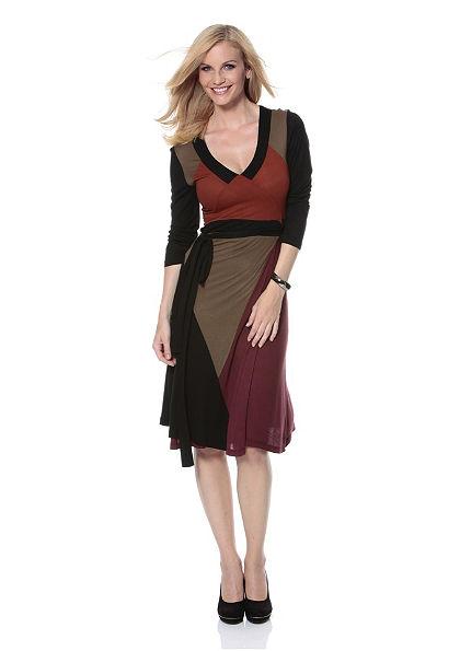 Šaty, Aniston